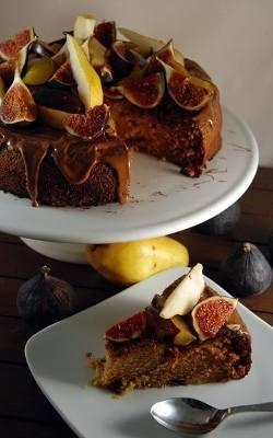 Ciasto dyniowe z jesiennymi owocami.
