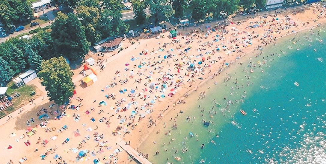 Plaża w Długiem jest największa w Lubuskiem. Przypomina bardziej kąpielisko nadmorskie. Bolączki? Głównie dotyczą parkowania. W gorące dni ludzie stają