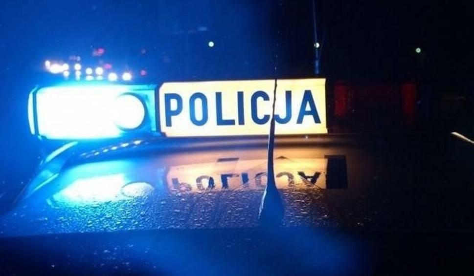 Film do artykułu: Jechał jak szalony. Pijany kierowca uciekał kradzionym autem przed policją