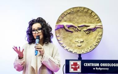 Ewa Minge, słynna projektantka mody, oraz Anna Jurksztowicz, znana piosenkarka jazzowa i producentka muzyczna, gościły dziś w Centrum Onkologii w Bydgoszczy.-
