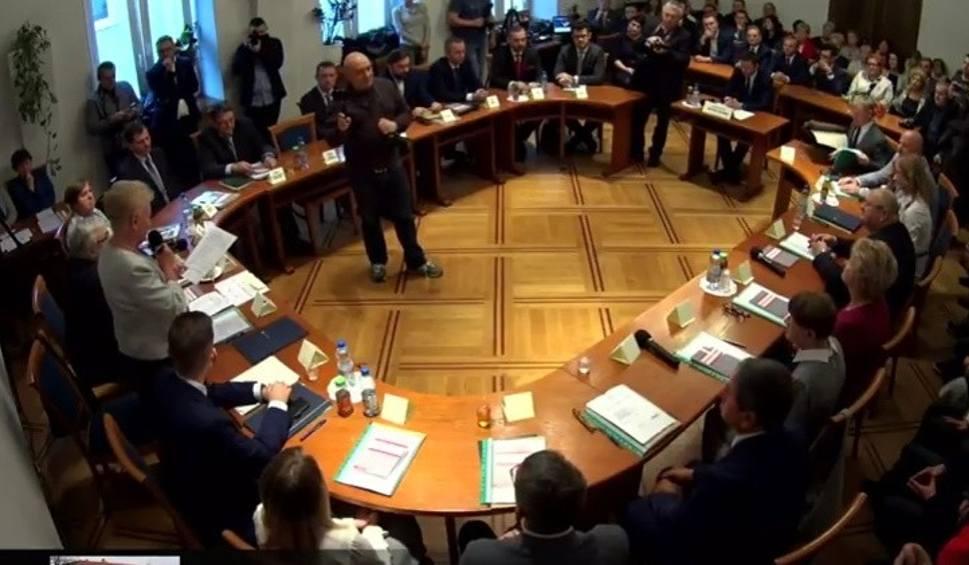 Film do artykułu: Wadowice. Piotr Hajnosz przewodniczącym Rady Miejskiej. Były burmistrz Mateusz Klinowski oburzony