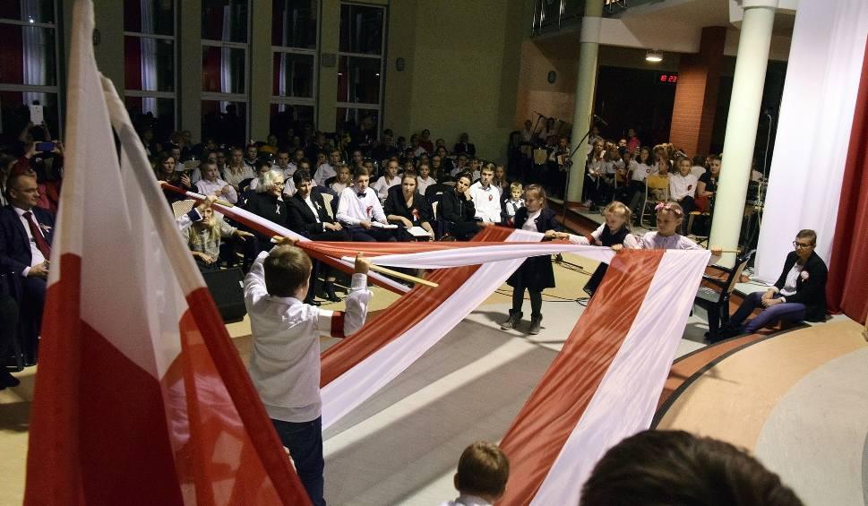 Film do artykułu: Festiwal Pieśni Patriotycznej w SP nr 3 w Miastku (zdjęcia, wideo)