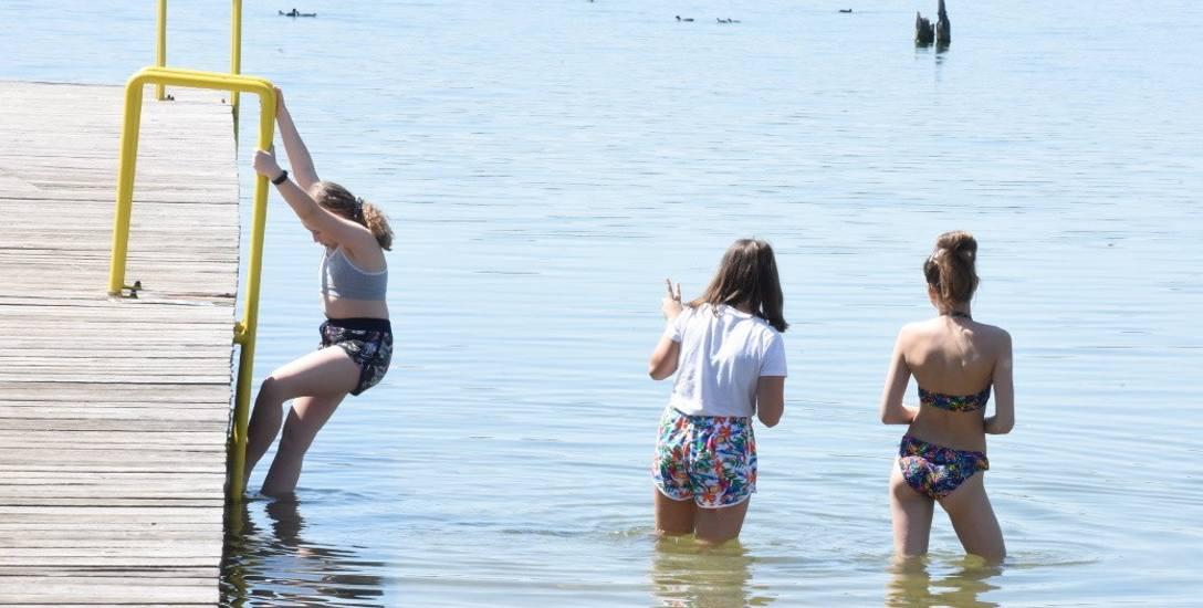 Trwają przygotowania do oficjalnego uruchomienia plaży. Ponadto na kąpielisko miejskie w Wilkowie dojedziemy nowo wybudowana drogą gminną