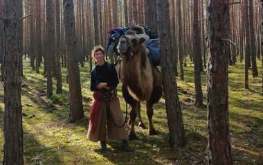 Francuzka idzie z wielbłądem przez Europę. W naszym województwie będzie można zobaczyć ją w okolicach Leszna, Śremu, Środy Wielkopolskiej i Wrześni.Przejdź