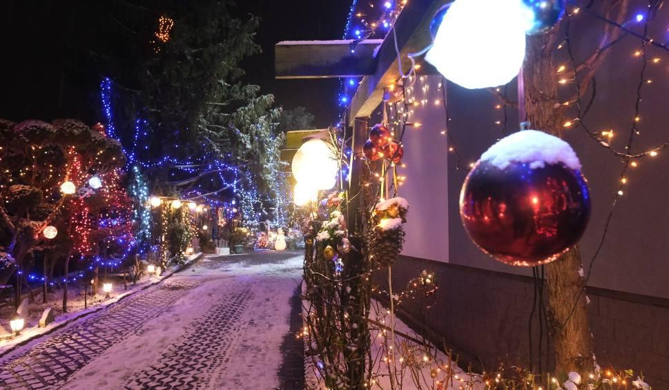 Film do artykułu: Najbardziej rozświetlony dom na Śląsku stoi w Przyszowicach. Dom Mariana Smołki rozsławia Śląsk
