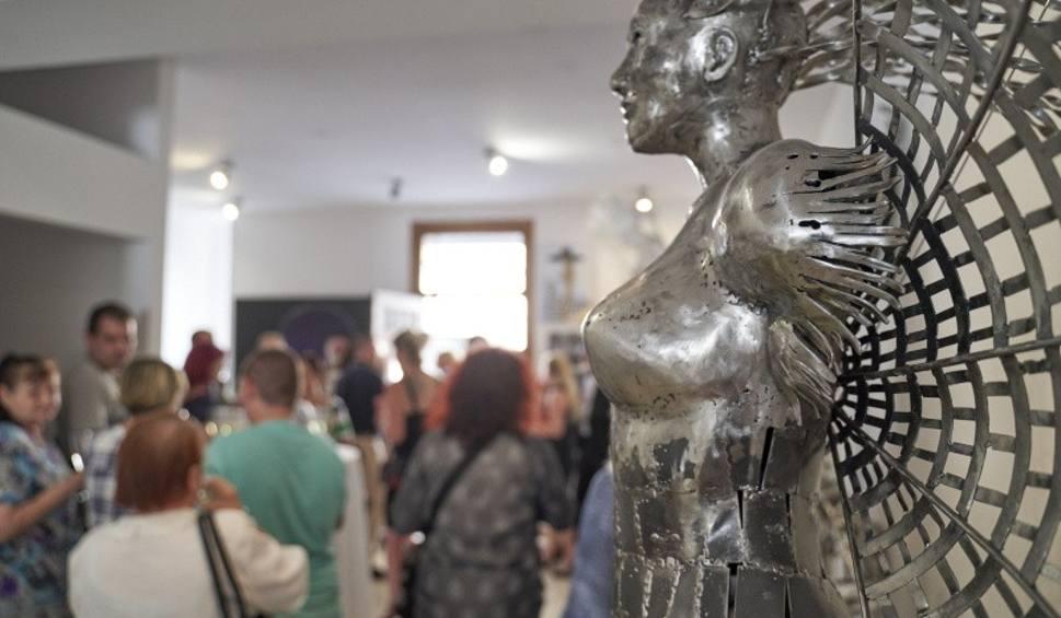 Film do artykułu: Świebodzin. Jerzy Pach sztukę nosi w sercu. Jego prace w metalu eksponowane na ulicach Świebodzina mieszkańcy uwielbiają