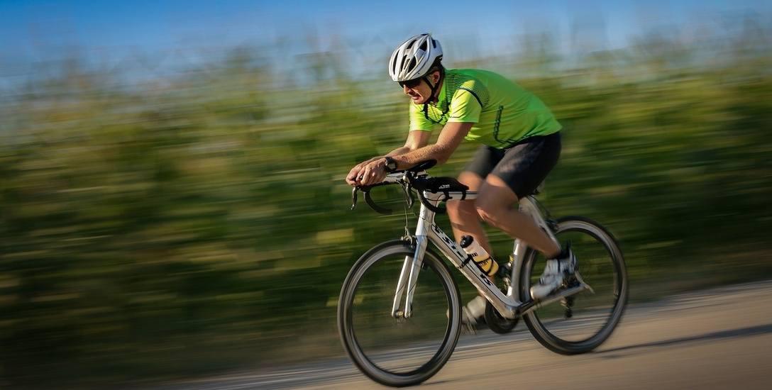 Jazda na rowerze jest dozwolona podczas pandemii COVID-19. Trzeba się jednak zastosować do kilku wytycznych