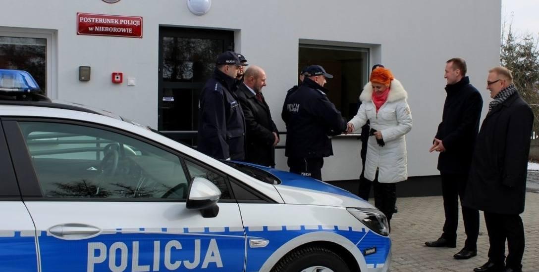Uroczyste przekazanie kluczyków do radiowozu na ręce Komendanta Powiatowego Policji w Łowiczu [ZDJĘCIA]