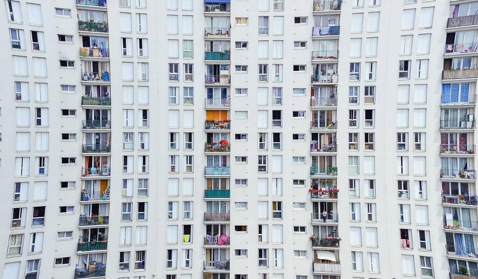 Film do artykułu: Mieszkanie na balkonie. Nietypowe ogłoszenie na serwisie OLX. Doskonałe dla osoby, która spędza większość czasu poza domem