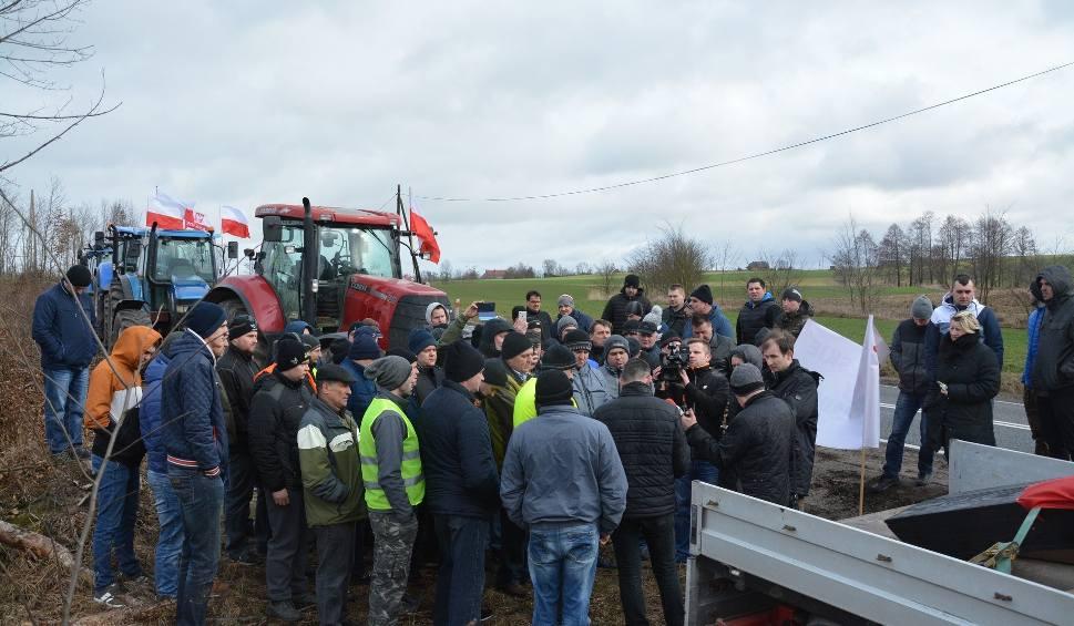 Film do artykułu: Rolnicy protestowali w regionie. Na drodze kilkadziesiąt ciągników - wideo [21 lutego 2019r.]