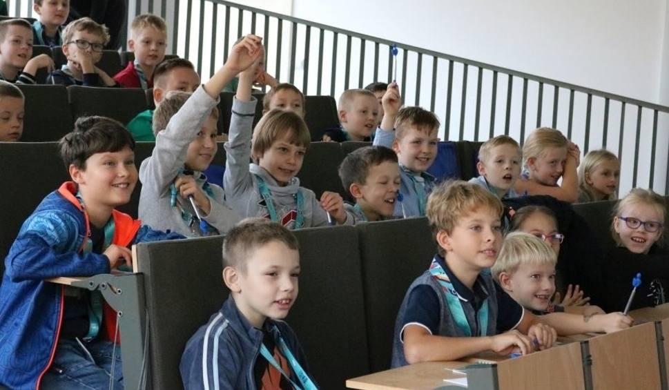 Film do artykułu: Ruszyły zajęcia na Dziecięcym Uniwersytecie Technicznym w Stalowej Woli
