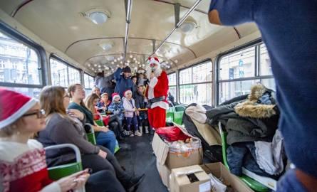 Świąteczna Bimba z Gwiazdorem wyjechała na ulice Poznania. W niedzielę po raz pierwszy w tym roku można było przejechać się niezwykłym tramwajem MPK