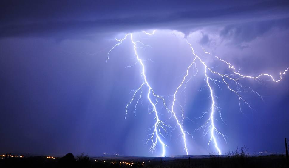 Film do artykułu: Lubuskie. IMGW ostrzega: Nadchodzi załamanie pogody. Przewidywane są burze z gradem i silnym wiatrem [MAPA POGODOWA]