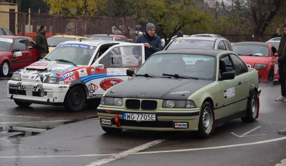 Film do artykułu: Święto Niepodległości na torze samochodowym w Radomiu. Uczestnicy startowali w Automobilklubie