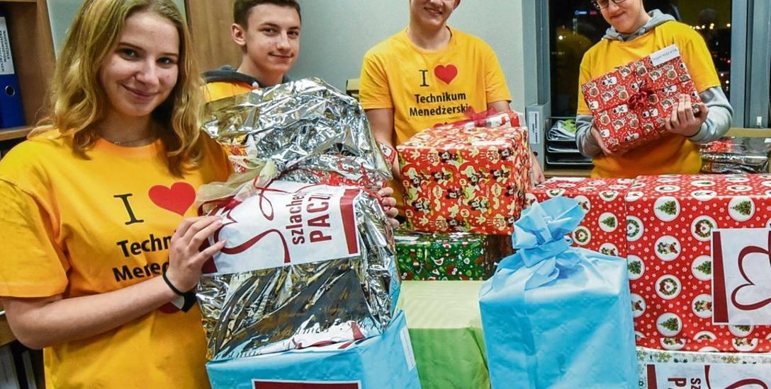 Dary przygotowane przez uczniów Technikum Menedżerskiego trafiły do rodziny z Gminy Sicienko