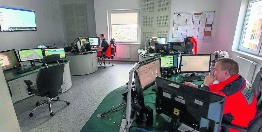 W dyspozytorni Stacji Pogotowia Ratunkowego w Gdańsku przez całą dobę dyżuruje dziesięciu fachowców