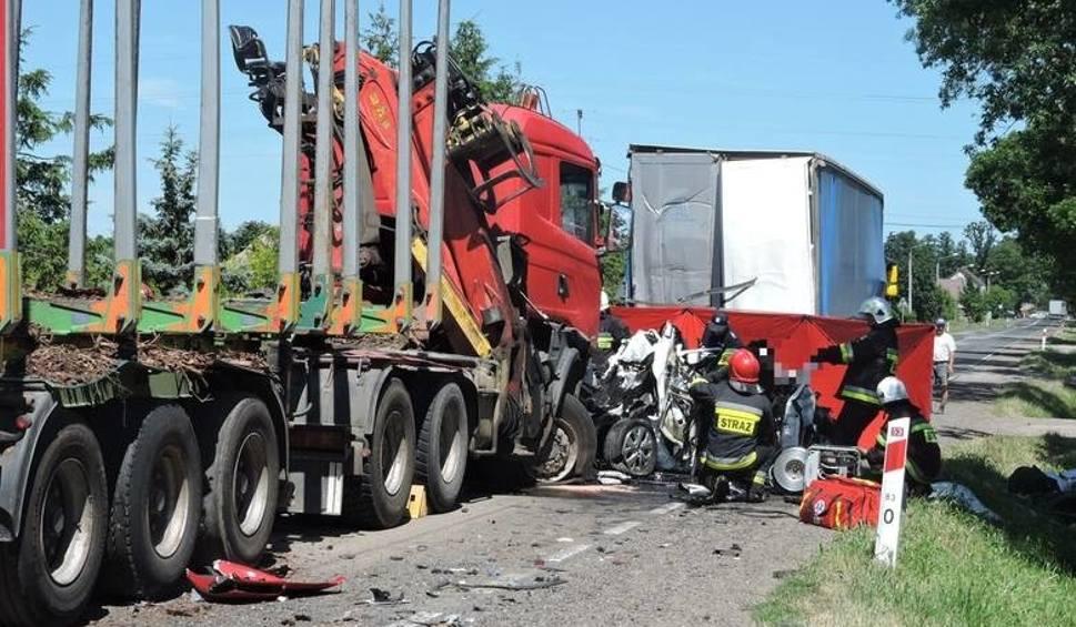 Film do artykułu: Śmiertelny wypadek w Myszyńcu Starym. Jest prawomocny wyrok wobec sprawcy. W wypadku zginęły trzy osoby, w tym 9-letnie dziecko