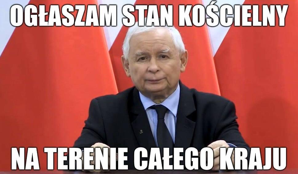 Film do artykułu: Jarosław Kaczyński ogłosił stan kościelny MEMY. Prezes PiS nawołuje do obrony kościołów, a jego wystąpienie komentują internauci