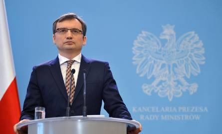 Zbigniew Ziobro nakazuje zbadać wyrok łódzkiego sądu w sprawie roll up'u LGBT