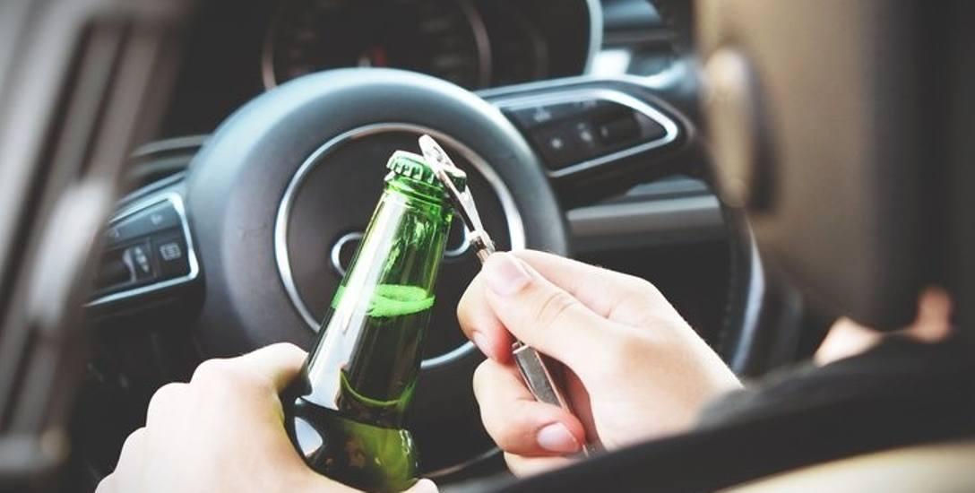 Alkohol rozlewa się na naszych drogach coraz szerszą strugą