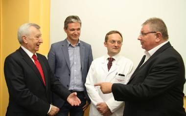 Od lewej: profesor Stanisław Radowicki, marszałek Adam Jarubas, profesor Wojciech Rokita i dyrektor Andrzej Domański.