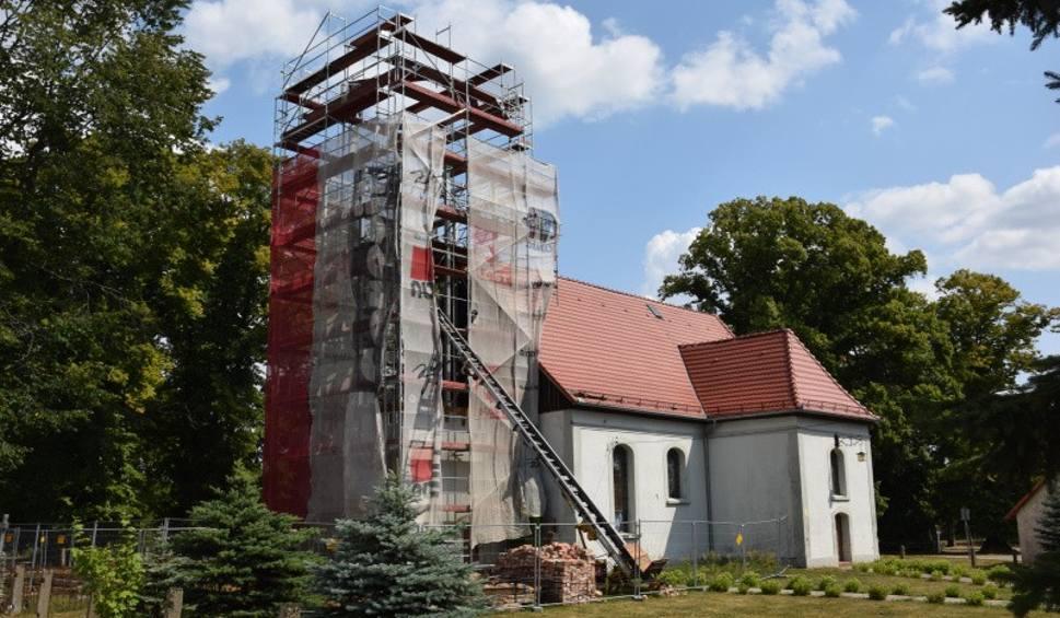 Film do artykułu: Jemiołów. Wieża została rozebrana. Konserwator: - Tak się nie remontuje zabytków. Sprawę bada prokurator