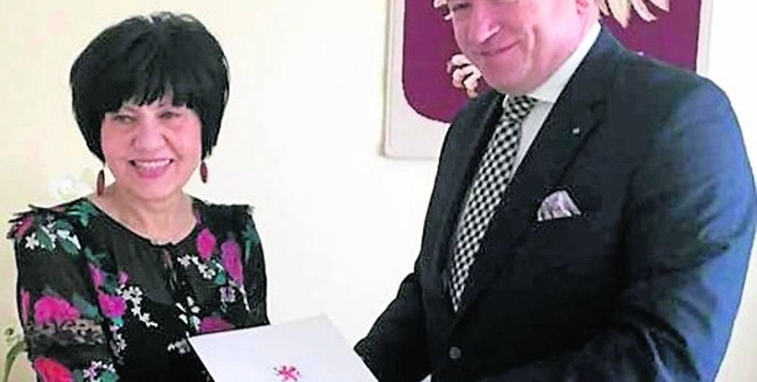 Marszałek województwa dzieli pieniądze na lokalne drogi