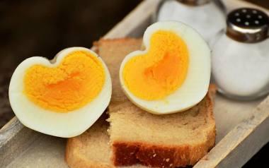 Co jeść żeby schudnąć? Jak i ile jeść oraz czego unikać w codziennej diecie? Lista produktów, które pozwolą ci nie przytyć