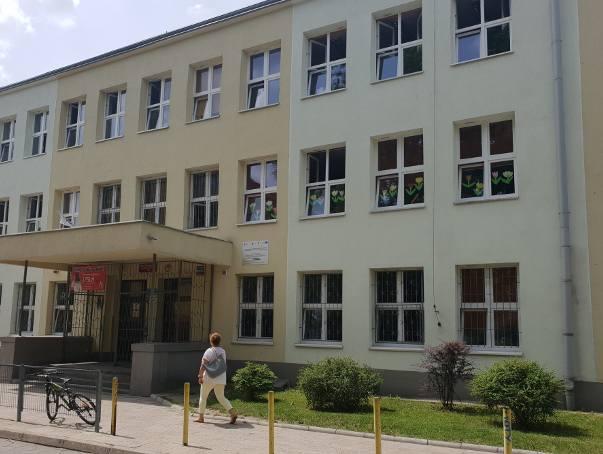 SP nr 81, w której pojawiła się kontrola Kuratorium Oświaty w Łodzi, ma siedzibę przy ul. Emilii Plater 28/32 na Bałutach