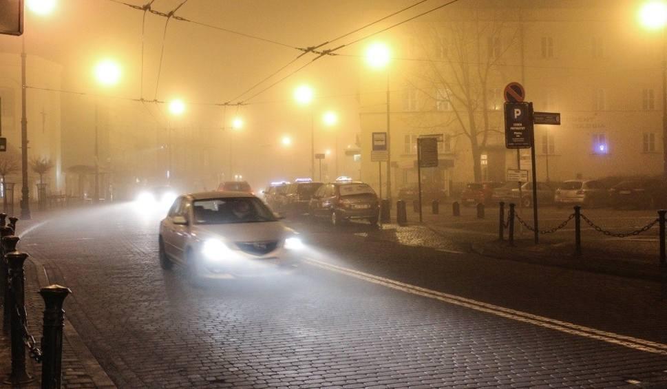 Film do artykułu: Gęsta mgła w Lublinie i części woj. lubelskiego. Uwaga, kierowcy! Widoczność jest mocno ograniczona