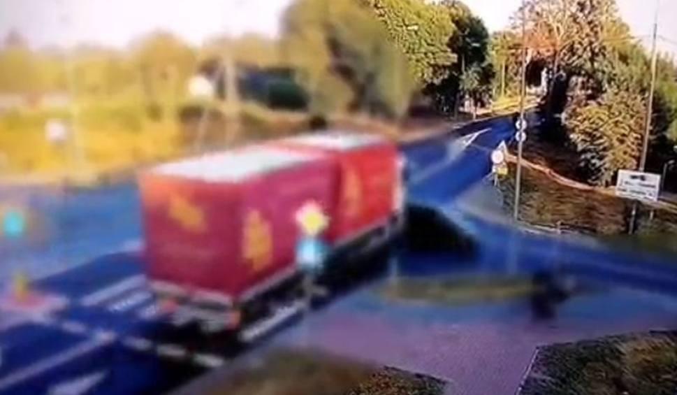 Film do artykułu: Wyszków. Wymusiła pierwszeństwo i wjechała wprost pod ciężarówkę. 21.08.2020. Wideo, zdjęcia
