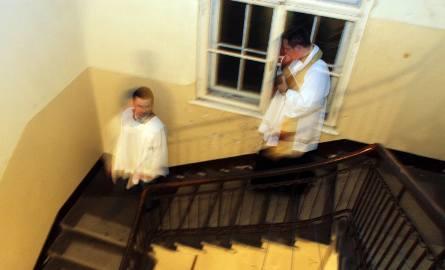Kolęda 2019/20 wyjątkowo wcześnie: księża już zaczęli chodzić po domach