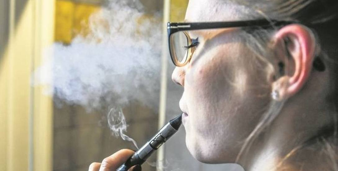 Wśród młodych e-papieros urasta wręcz do rangi modnego gadżetu
