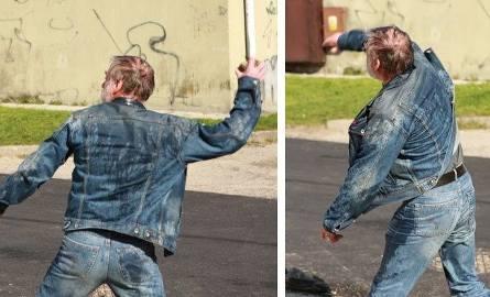 Tego mężczyznę tak zdenerwowało oblanie wodą, że chwycił za kamień.