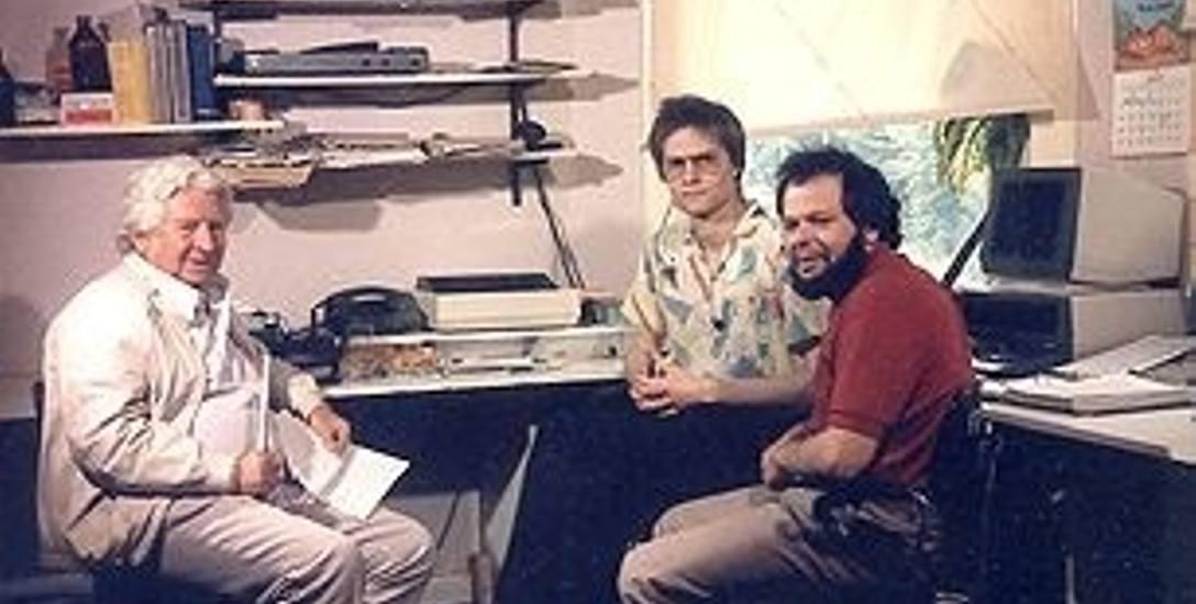 Wau Holland (pierwszy z prawej) podczas udzielania wywiadu prasowego.