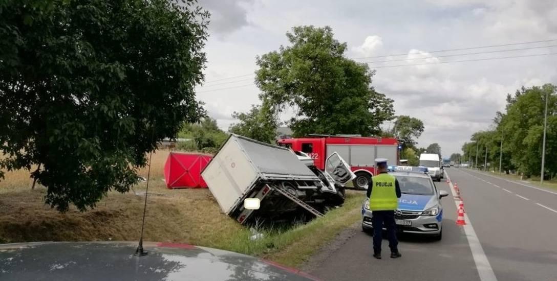 Tragiczny wypadek w Łowiczu. Nie żyje kierowca