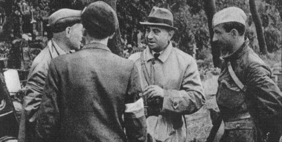 """Godzina """"W"""" na Woli. Od lewej: Alfons Kotowski ps. """"Okoń"""", Kazimierz Iranek-Osmecki ps. """"Makary"""""""
