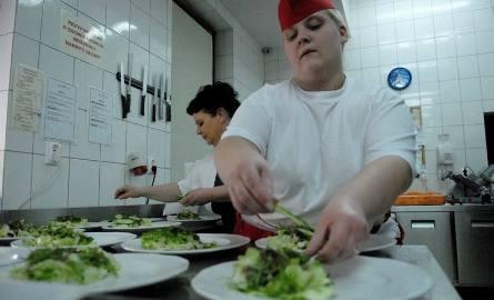 Katerina praktykuje jako kucharka w Zielonej Prowansji