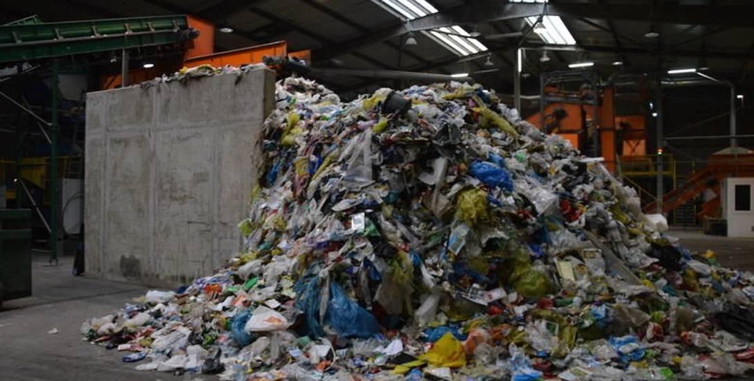 Śmieci drożeją. Gminy szukają oszczędności w gospodarce odpadami