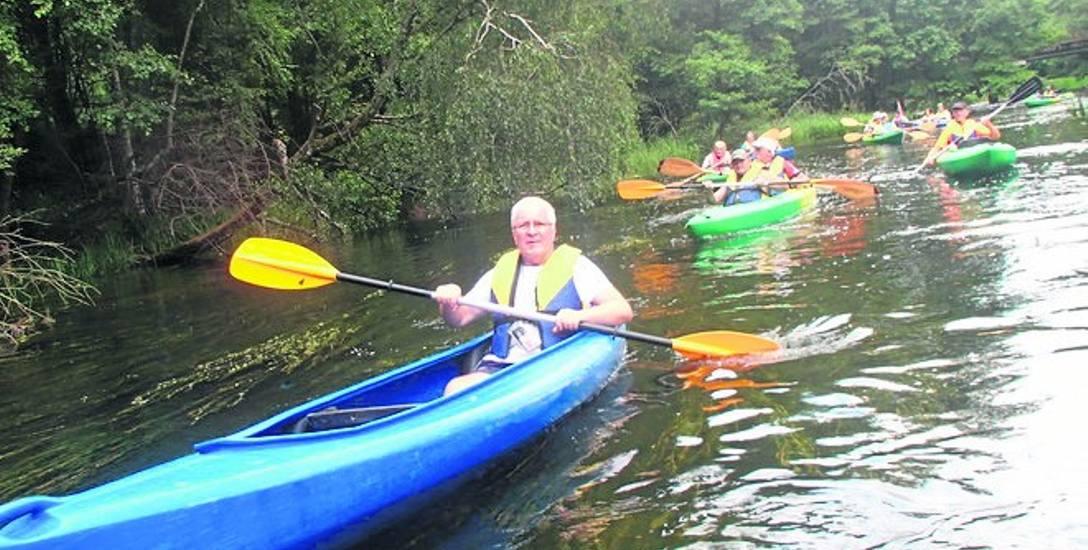 Co roku organizowany jest turystyczny Triathlon Bobra. Jedną z konkurencji jest spływ rzeką Drawą.