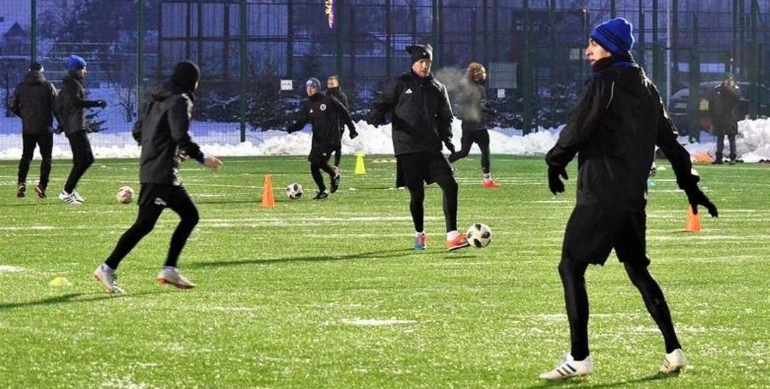 Fortuna 1 liga. PGE Stal Mielec i inne kluby przygotowują się do piłkarskiej wiosny. Zajrzeliśmy za kulisy