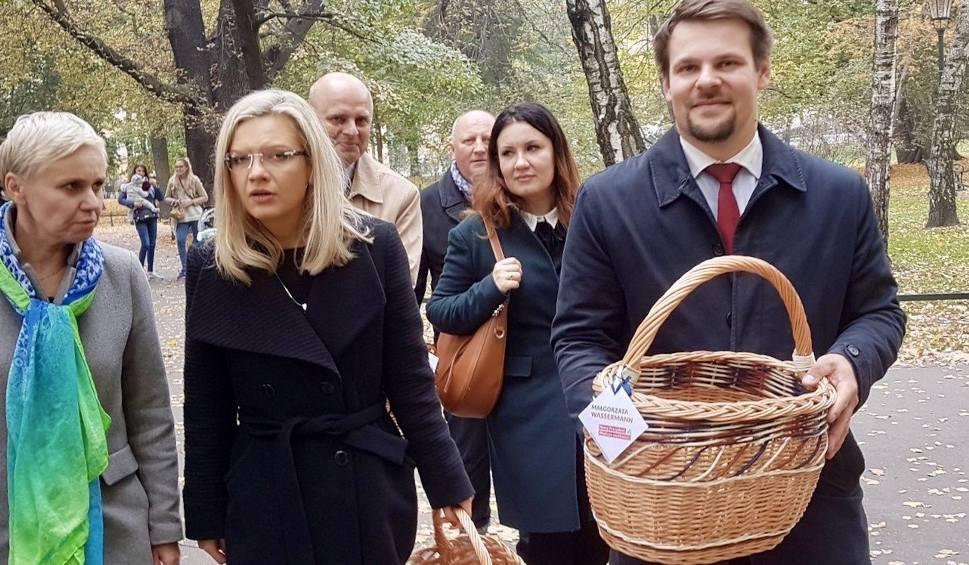 Film do artykułu: Wybory samorządowe 2018. Małgorzata Wassermann na koniec kampanii rozdaje obwarzanki