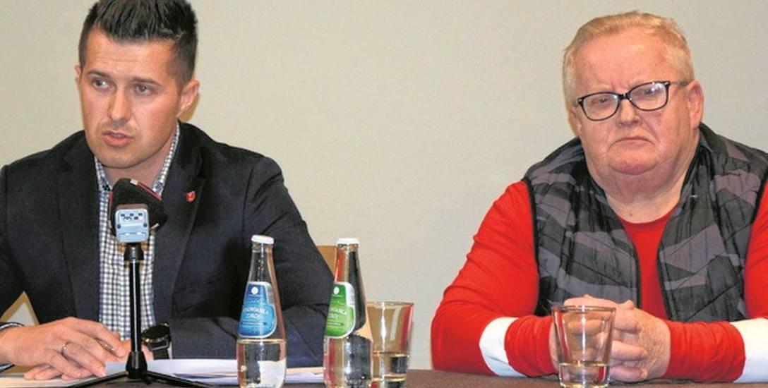 Paweł Żuk odpierał zarzuty narciarzy. Uczestniczący w konferencji Wojciech Fortuna (z prawej) nie chciał się wypowiadać