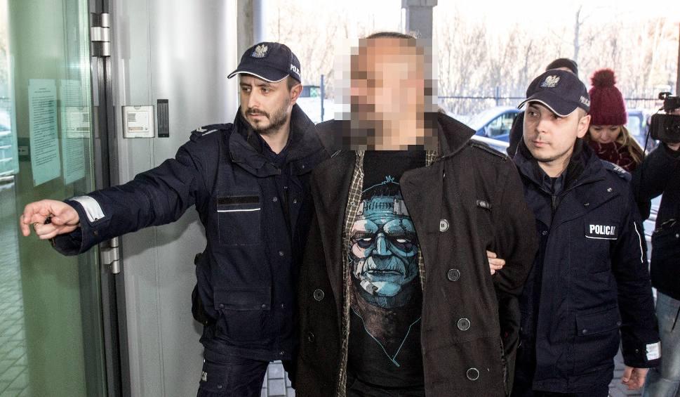 Film do artykułu: Przewrócili pomnik ks. Jankowskiego. Są zarzuty i groźba kary do 5 lat więzienia