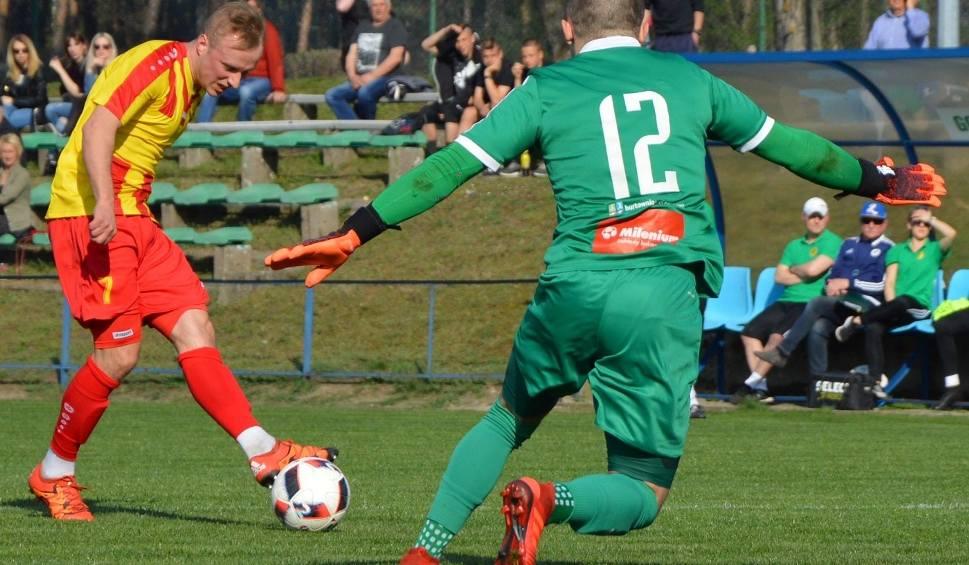 Film do artykułu: Falubaz Gran-Bud Zielona Góra pokonał Pogoń Świebodzin 3:0 (2:0) i pewnie zmierza do III ligi. Dwa gole Przemysława Mycana [ZDJĘCIA, WIDEO]