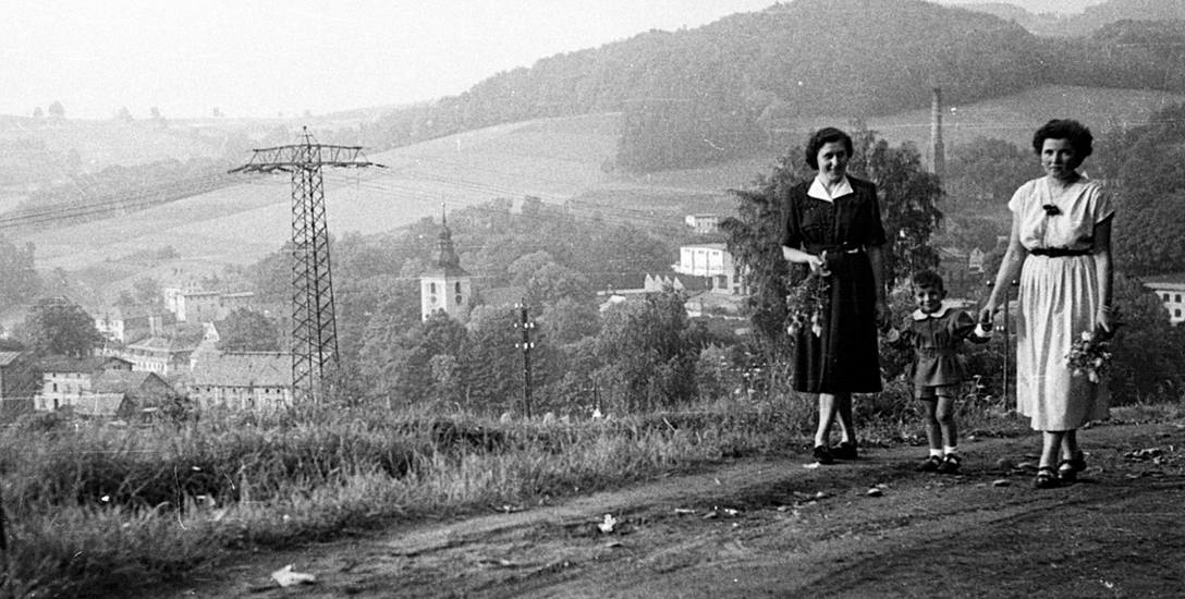 """""""Ludzie z klisz"""" - niezwykła historia fotografii archiwalnych"""