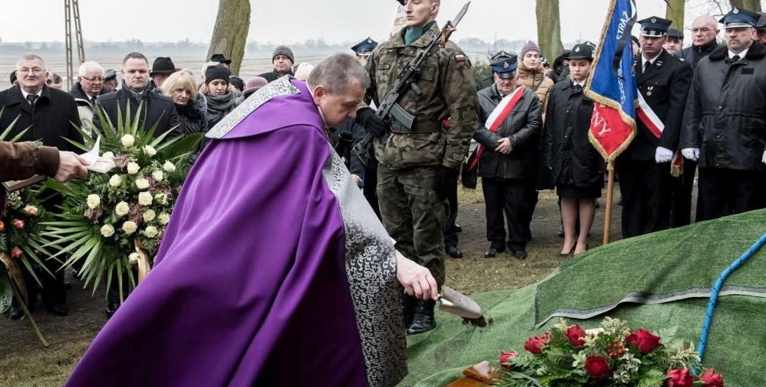 Skandal na pogrzebie najstarszego Polaka. Sąd: 5 tys. zł za krzywdę wystarczy