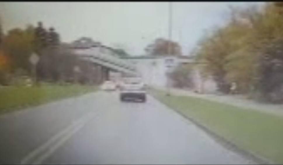 Film do artykułu: Moment zawalenia się wiaduktu z perspektywy ulicy Batalionów Chłopskich [WIDEO]