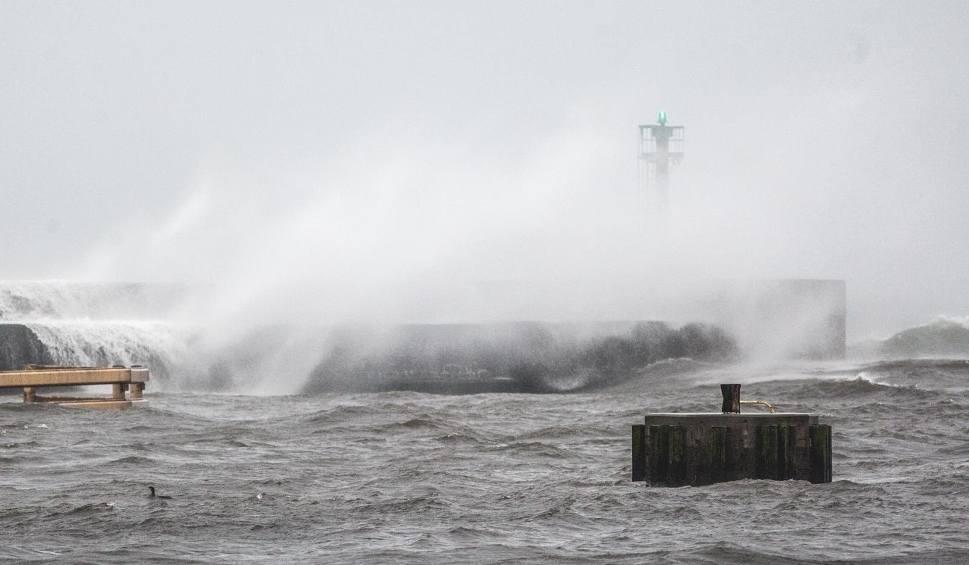 Film do artykułu: Nadciąga pierwsza jesienna wichura. Nad morzem porywy wiatru nawet do 100 km na godzinę