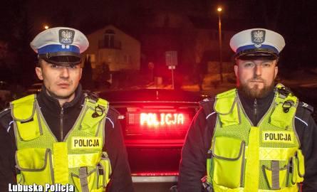 Policjanci gorzowskiej drogówki zatrzymali do kontroli kierowcę volkswagena, który zwrócił na siebie uwagę zbyt szybką jazdą. Po chwili okazało się,